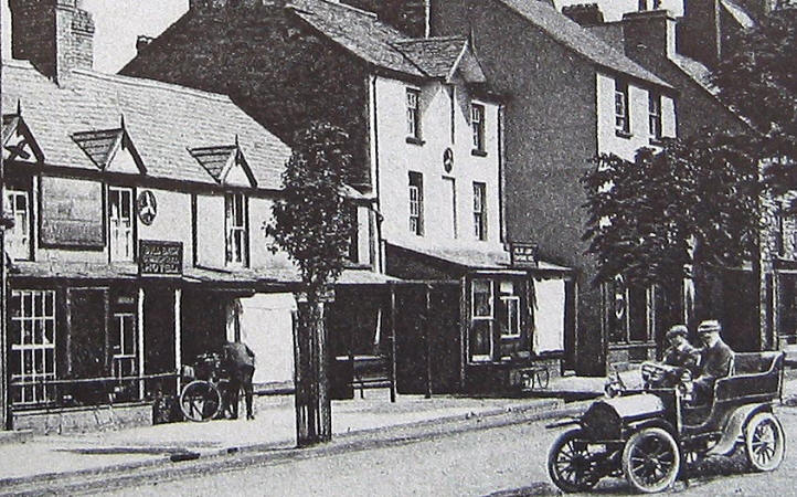 Photo of a winged wheel on a hotel in Bala in 1920