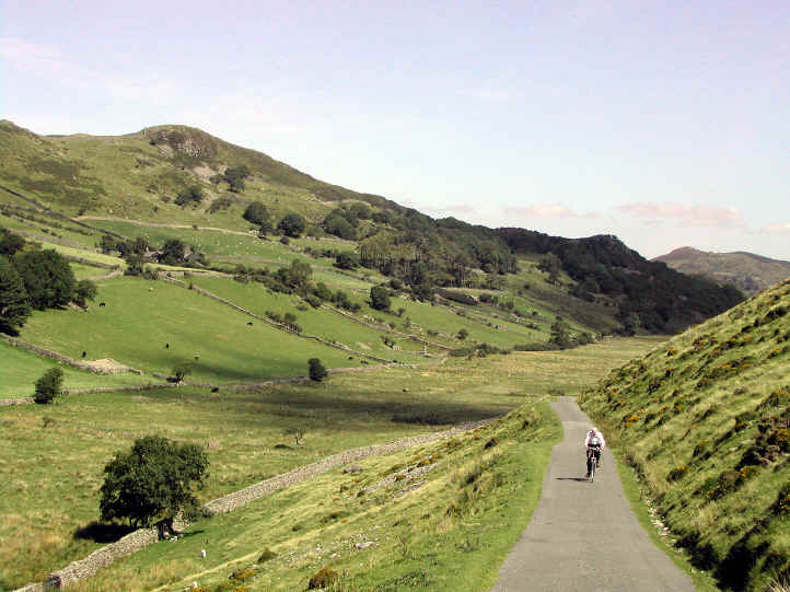 Lane from Dolgellau to Cregennen Lakes becomes unfenced