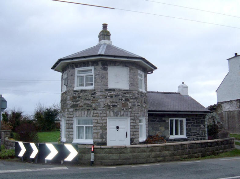 Photo of Telford toll house at Caergeiliog on Anglesey